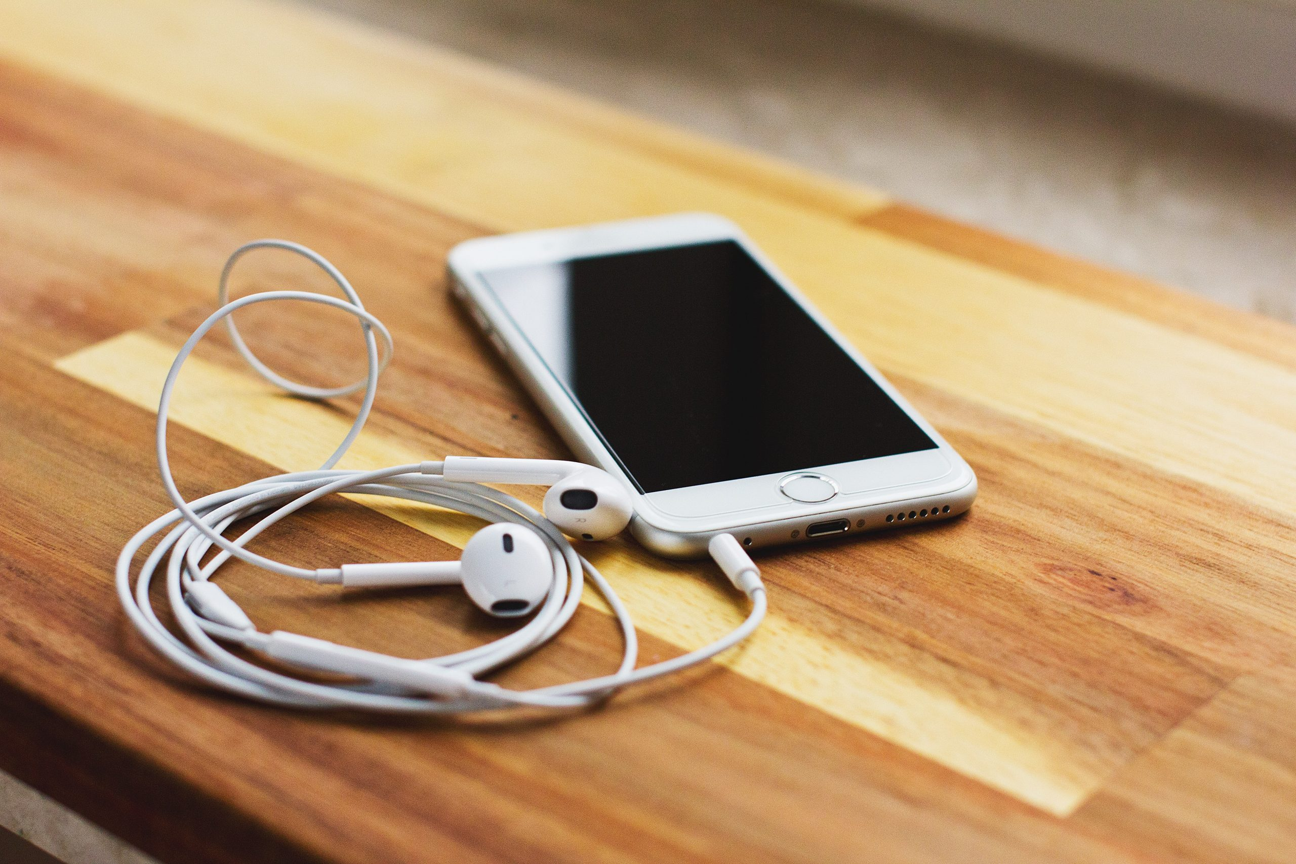 7 Ways To Avoid Tangling Your Earbuds